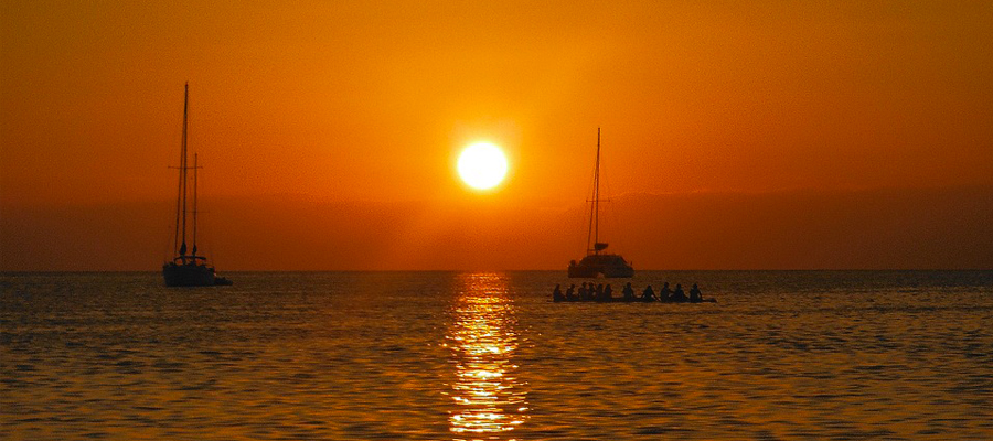 catamaran antilles coucher de soleil